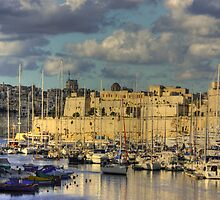 Fort St Angelo from Cospicua by M G  Pettett
