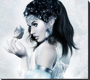 Snow White by Lyndseyh