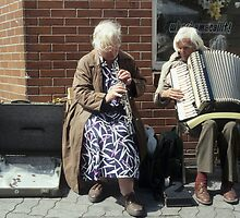 Street musicians in Ireland by Klaus Offermann