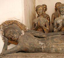 reclining buddha by hellsbell