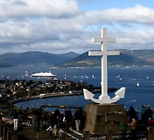 QE2 under the Cross - Hilltop Viewpoint by JamesTH