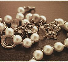 Real Old Jewels by Stephanie Hillson