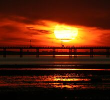 Sunset over Southend Pier by procapture
