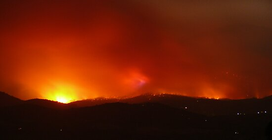 Fires around Healesville, Yarra Valley 9th Feb 09. by Ern Mainka