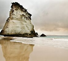 Cathedral Cove's Giant Rock by sirseth