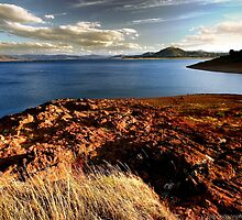 Lake Hume - Early Autumn 2015 by RalphOlsson