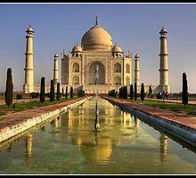 Dawn at the Taj Mahal by Shaun Whiteman