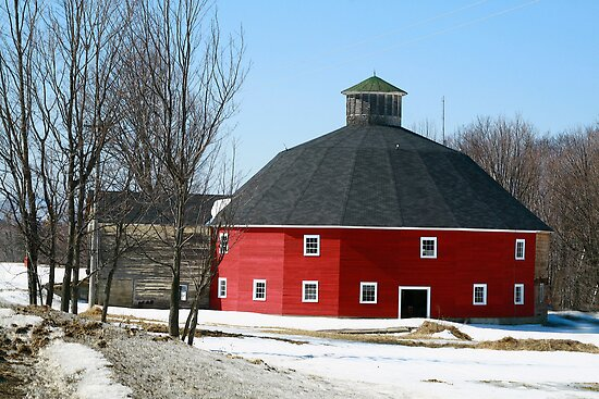 Welch Round Barn by Deborah  Benoit