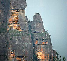 Pulpit Rock - Grose Valley - Blue Mountains NSW by Bev Woodman