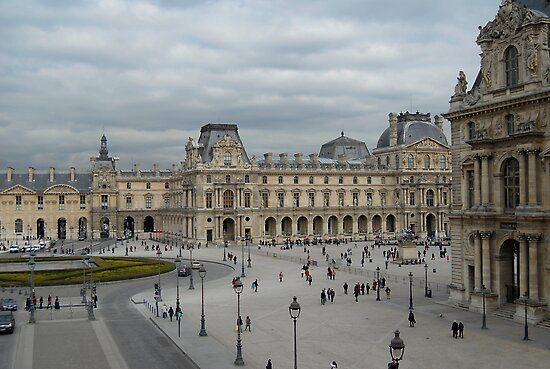 Louvre courtyard by triciamary