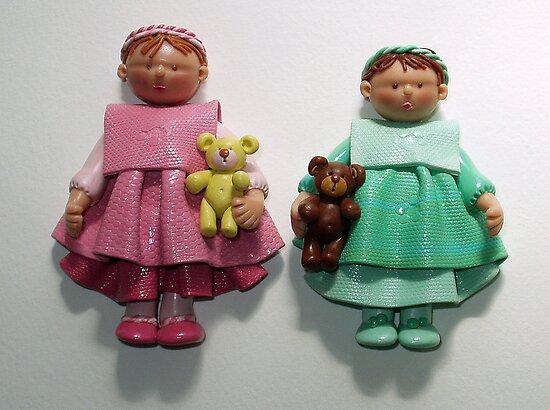 Dolls with bears. by Ellen van Deelen
