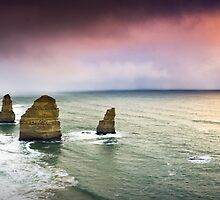 Storms approach the Apostles.. by Alistair Wilson