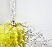 Sparkling apple by Arve Bettum