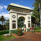 Memorial Arch - Kiama by Darren Stones