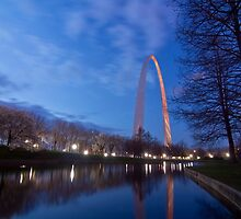 Early morning at Gateway Arch by Sven Brogren