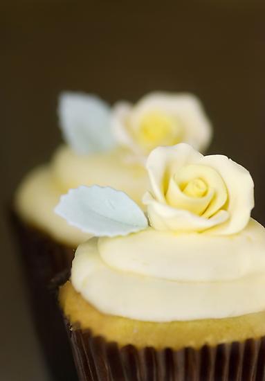 .banana & cinnamon cupcake. by Natalia Campbell