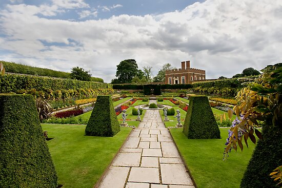 Formal gardens at Hampton Court by Richard Majlinder