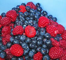 Blueberries and raspberries by Paola Svensson
