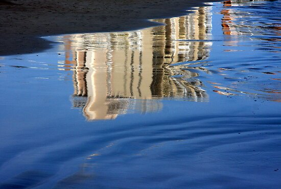 Reflection in the seashore... by Haydee  Yordan