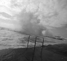 Storm swell at rock pool by Ian Robinson