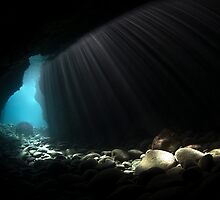 Light at the end of the tunel by Esteban  Toré