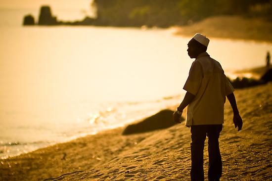 Che Nono at the lakeshore, Meponda by Tim Cowley