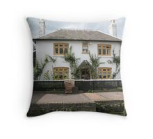 Foxton Locks, Leicestershire.  Lock-Keepers Cottage (5147) Throw Pillow