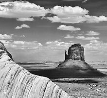 Mitten, Monochrome, Monument Valley by TheBlindHog