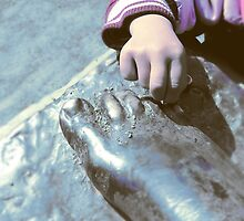 Hand and foot... by Nuh Sarche