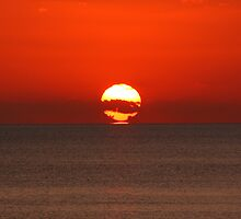 Refracted sunset II by zumi