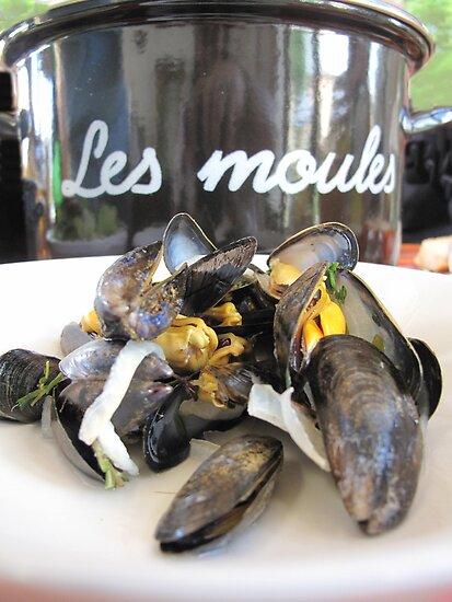 Les Moules by Pamela Jayne Smith