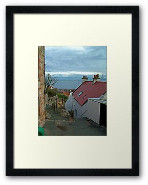 Pittenweem alleyway by Tom Gomez