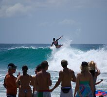 "Crowd pleaser "" Snapper rocks"" Gold coast, australia by Anthony Wilson"