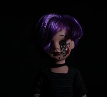 spider bite, the living dead doll by DarlingDarkling