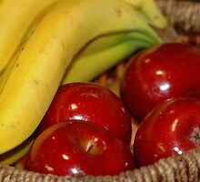 Red apples with banana by loiteke