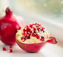 Powerful pomegranate by StuartStevenson