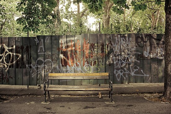 croatian graffiti love seat by meanderthal