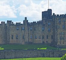 Alnwick Castle by Peter Reid