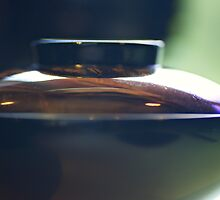 Japanese lacquered bowl and cover - Japan by Yannik Hay
