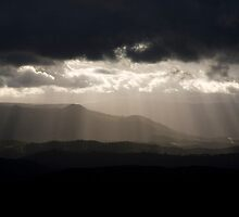 Sunrays over Megalong Valley - Blue Mountains National Park by Andrew Brooks