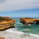 """London Bridge"" The Great Ocean Road by Sue  Fellows"