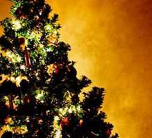 Golden Christmas Tree by goodieg