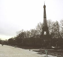 Eiffel Tower by hrmphotography