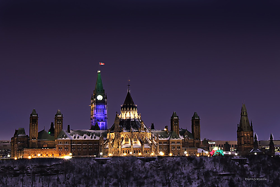 Parliament Hill by Night, Ottawa by Yannik Hay