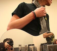 Adams mirrored guitar by Annique Albericci