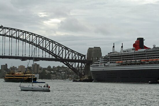 Queen Mary 2 Arrives Sydney 006 by Kezzarama