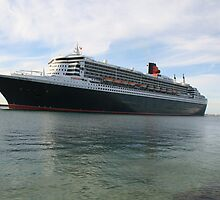 Queen Mary 2, leaving Adelaide,2010 maiden voyage by elphonline