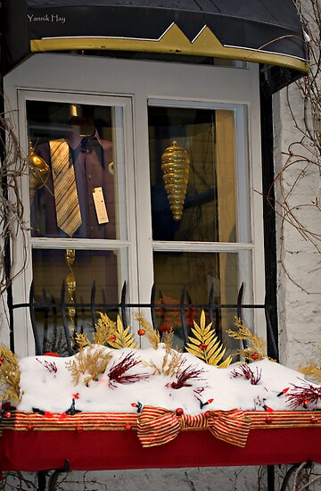 Festive Window sill by Yannik Hay