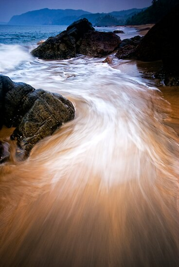 Ocean swirls by Vikram Franklin