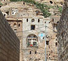 Symbols on the wall (19) - rock dwellings above Shibam by Marjolein Katsma